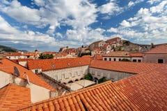 Tak av Dubrovnik på solnedgången - gammal stad Dubrovnik Royaltyfri Foto