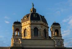 Tak av `en för `-Naturhistorisches museum i Wien Arkivbild
