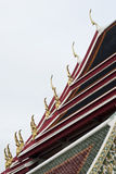 Tak av en tempel i Thailand med Gable Apex Royaltyfri Foto