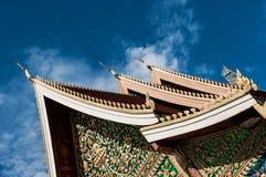 Tak av en tempel i Vientiane Arkivfoto