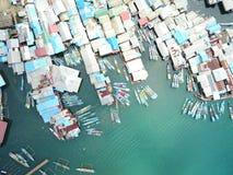 Tak av fiskarehus och fartyg på havet Fotografering för Bildbyråer