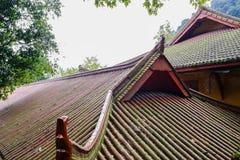 Tak av forntida kinesiska byggnader på bergstoppet Arkivbild