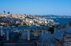 Tak av Istanbul och sikten över Bosphorusen, Turkiet Arkivfoto