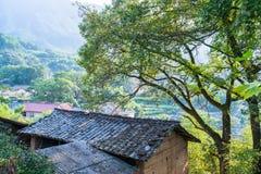 Tak av kinesiska gamla byhus Royaltyfria Foton