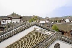 Tak av kinesiska traditionella byggnader i solig vintereftermiddag Arkivbilder