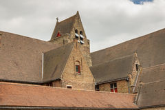 Tak av Memlingmuseumen, Bruges, Belgien Royaltyfri Bild