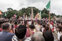 Tak Bat Devo festival på Uthaithani Royaltyfri Bild