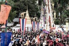 Tak Bat Devo festival på Uthaithani Royaltyfri Fotografi
