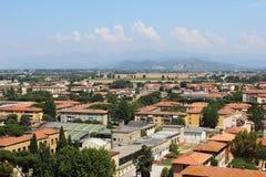 Tak för röd tegelplatta i Pisa Fotografering för Bildbyråer