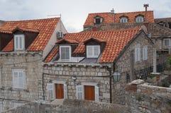 Tak för röda tegelplattor i gammal stad av Dubrovnik Royaltyfri Bild