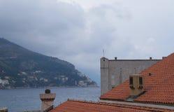 Tak för röda tegelplattor i gammal stad av Dubrovnik Royaltyfria Foton