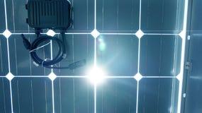 Tak för sol- cell under med en inverterarask Arkivfoto