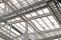 Tak för stålstruktur, exponeringsglas, sol- cell som stöttas Royaltyfria Foton