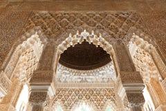 tak för uteplats för alhambra detaljlions Arkivbild
