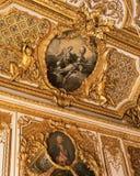 Tak från sovrum för drottning Marie Antoinette på den Versailles slotten Royaltyfri Bild