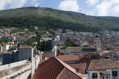 Tak i den Walled staden av Dubrovnic i Kroatien Europa Dubrovnik ge någon ett smeknamn `-pärlan av Adriatiska havet Fotografering för Bildbyråer