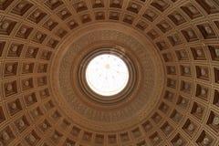 Tak i korridor av Vaticanenmuseet royaltyfria foton