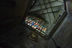 Tak och fönster i St Vitus Cathedral i Prague Fotografering för Bildbyråer