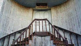 Tak, Tajlandia - Nov05, 2015: Stary tradycyjny drewniany schody w Chińskim stylu przy Troku zakazu podbródkiem, Tak prowincja, Ta Fotografia Stock