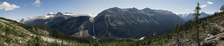 Takakkaw понижается в национальный парк Yoho Стоковое Фото