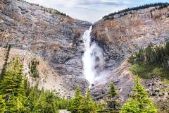 Takakkaw baja en Yoho National Park, Columbia Británica, Canadá Imágenes de archivo libres de regalías