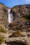 Takakkaw cade in Yoho National Park nelle Montagne Rocciose canadesi Immagine Stock Libera da Diritti