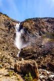 Takakkaw cade in Yoho National Park nelle Montagne Rocciose canadesi Fotografia Stock Libera da Diritti