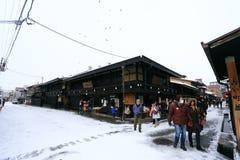 TAKAYAMA, ЯПОНИЯ - 19-ОЕ ЯНВАРЯ: Снежный день в espec города takayama Стоковая Фотография RF