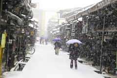 TAKAYAMA JAPAN - JANUARI 19: Takayama i snön en stad som Royaltyfria Foton