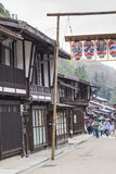 TAKAYAMA JAPAN - MAJ 03: Oidentifierat folk på Sannomachi Stre Royaltyfria Bilder