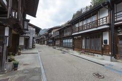 TAKAYAMA JAPAN - MAJ 03: Oidentifierat folk på Sannomachi Stre Arkivbild