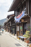 TAKAYAMA JAPAN - MAJ 03: Oidentifierat folk på Sannomachi Stre Royaltyfri Foto