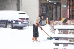 TAKAYAMA, JAPÃO - 19 DE JANEIRO: Um dia nevado no espec da cidade do takayama Fotografia de Stock