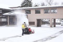 TAKAYAMA, JAPON - 19 janvier jour neigeux d'A dans la ville de takayama particulièrement dans sa vieille ville le 19 janvier 2014  Image stock