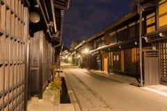 Takayamastad in nacht in Gifu Japan Stock Afbeelding