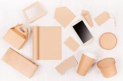 Takeaway fastställd modell för mat för märke - olik behållare och ask av kraft papper för asiatisk kokkonst, telefon för tom skär arkivfoton
