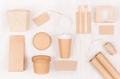 Takeaway fastställd modell för mat för märke - olik behållare och ask av kraft papper för asiatisk kokkonst, tom etikett, kaffeko royaltyfri bild