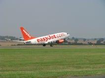 Takeing-off de Easyjet fotos de stock