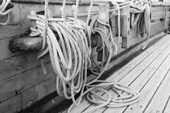 Takelung eines Segelnbehälters Stockfotografie