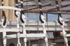 Takelung eines Segelschiffs Stockbild