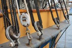 Takelungsdetail über ein Segelschiff im pazifischen Nordwesten Lizenzfreie Stockfotos