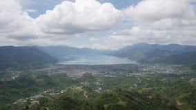Takengon Aceh landskap från kullen som vänder mot sjösikten stock video