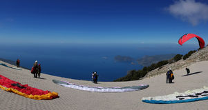 Takeoff paragliders on Mount Babadag in Turkey Stock Images