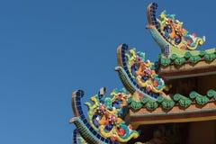 Taket av den gamla kinesiska templet Royaltyfri Bild