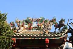Taket av en kinesisk tempel i Bangkok, Thailand royaltyfria bilder