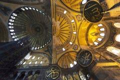 Taket av Hagia Sophia kallade också Helgedom Vishet, helgedomar Sophia, helgedomar Sapientia eller Ayasofya i Istanbul, Turkiet arkivfoto