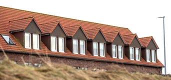 Taket av huset med det trevliga fönstret Fotografering för Bildbyråer