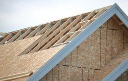 Taket av huset under konstruktion Arkivfoto