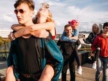 Taket för livsstilen för ungdomarloppet tycker om tur royaltyfri fotografi