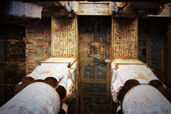 Taket i templet av Hathor på Dendera royaltyfri fotografi